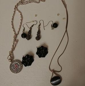 Jewelry - 3/$15 sale! 2 necklaces/3 earrings bundle